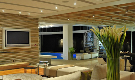 Living-Room-Ceiling-and-Wall-Ideas-at-Impressive-Glass-House-in-Johannesburg-South-Africa-700x413.jpg