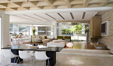 Living-Room-and-Dining-Interior-at-Impressive-Glass-House-in-Johannesburg-South-Africa-700x413.jpg