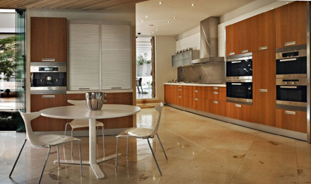 Modern-Kitchen-Interior-at-Impressive-Glass-House-in-Johannesburg-South-Africa-700x413.jpg