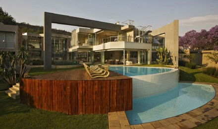 Round-Swimming-Pool-Design-at-Impressive-Glass-House-in-Johannesburg-South-Africa-700x413.jpg