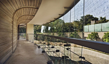 Second-Floor-Terrace-Design-for-Impressive-Glass-House-in-Johannesburg-South-Africa-700x413.jpg
