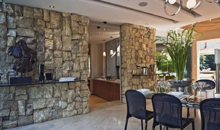 Stone-Wall-Ideas-at-Impressive-Glass-House-in-Johannesburg-South-Africa-700x413.jpg