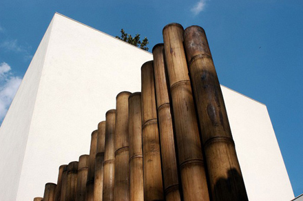 Exterior-with-Bamboo-Ideas-at-Natural-Contemporary-Home-Design-Casa-dAgua-in-São-Paulo-Brazil-700x465.jpg