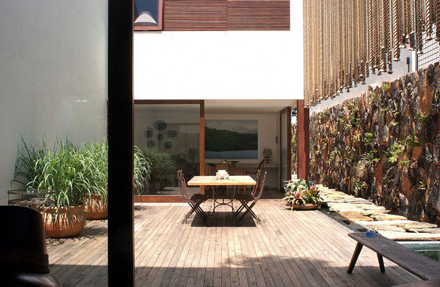 Outdoor-Dining-Area-at-Natural-Contemporary-Home-Design-Casa-dAgua-in-São-Paulo-Brazil-700x456.jpg