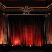 Moziba, színházba járás