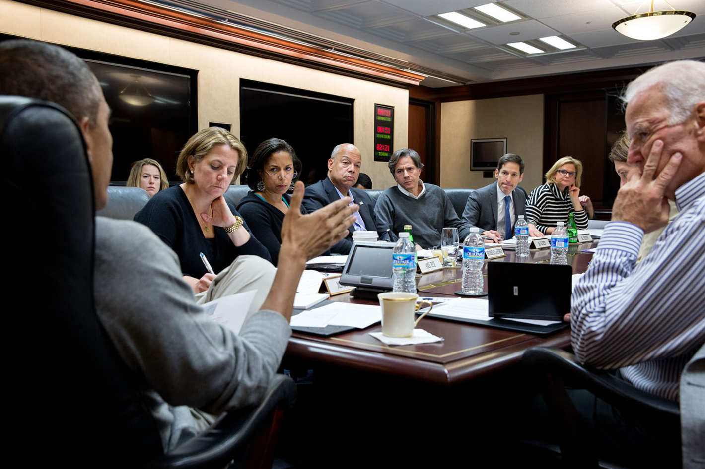 Obama meeting az Eboláról. Balról: Lisa Monaco, Susan E. Rice; Jeh Johnson; Tony Blinken; Thomas Frieden; Jennifer Palmieri; Sylvia Mathews Burwell. (Pete Souza/The White House)