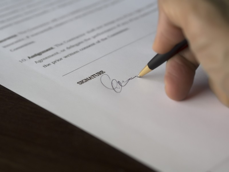 business-signature-contract-document-deal-1_1.jpg