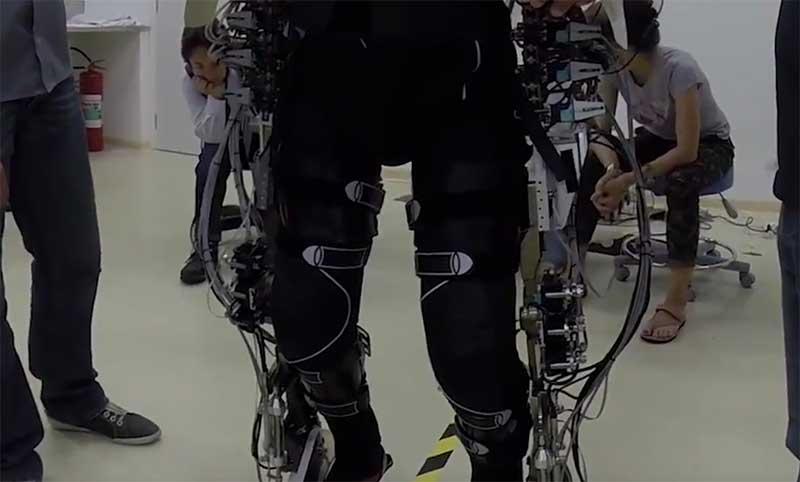 paraplegics-exoskeleton-vr.jpg