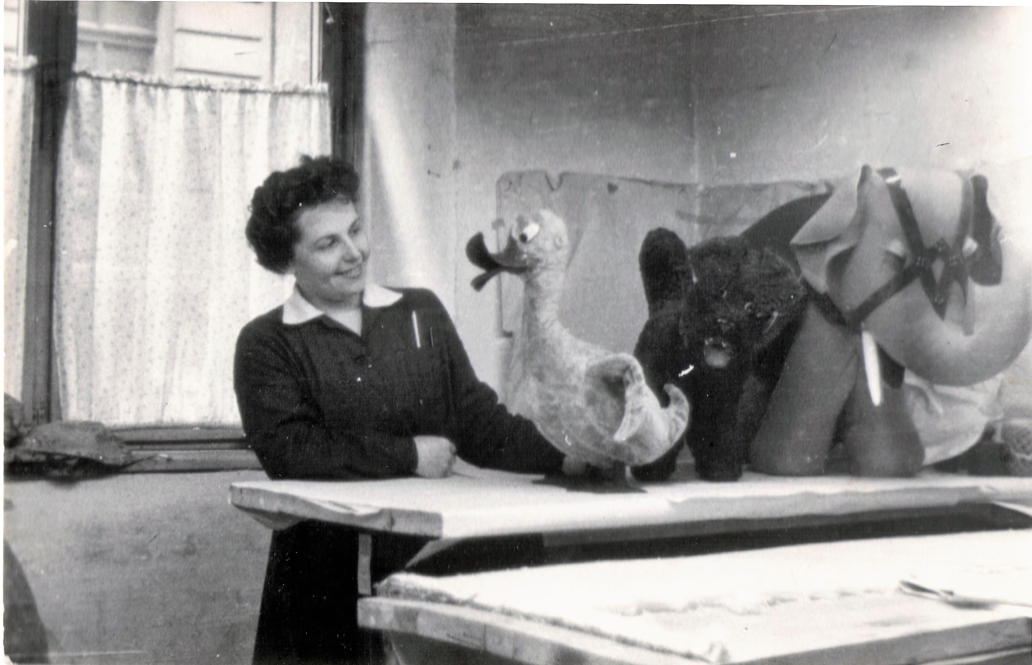 1960_05_11_papi_maria_textiljatek_jatekokkal-1.jpg