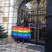 Aktivista hatolt be a budapesti orosz követségre - ÉLŐ