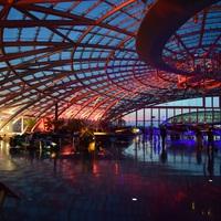 A salzburgi Hangar 7 a naplemente színeiben