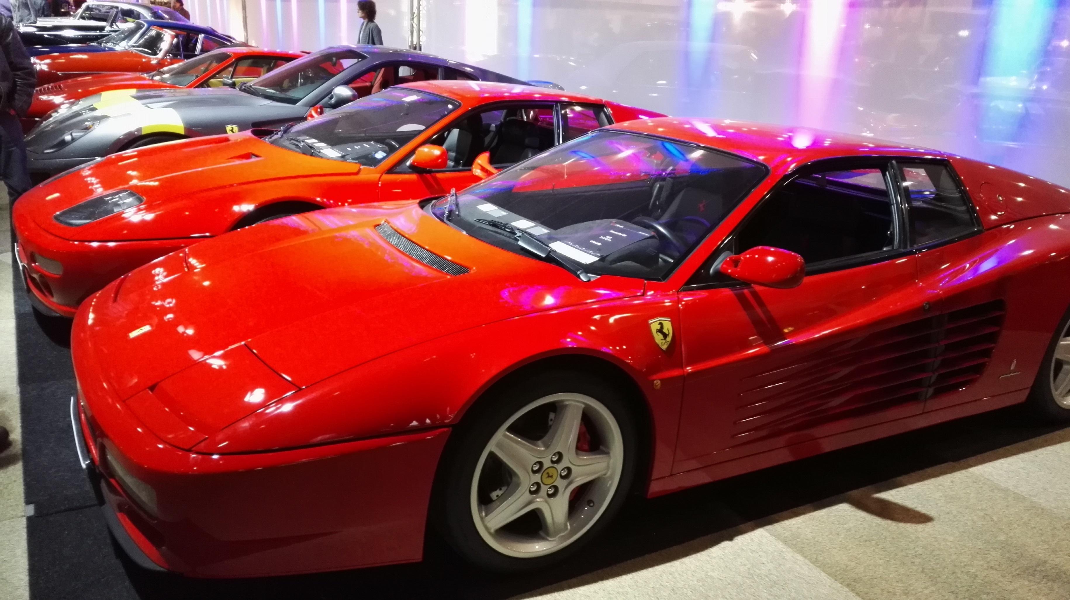 Ferrarikból sincs...