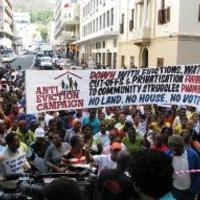 Egymástól tanulunk: Mobilizáció a kilakoltatások ellen Dél-Afrikában és Chicagóban