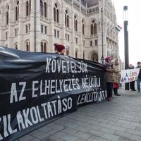 A Fidesz beszélni sem volt hajlandó a gyerekes családok kilakoltatásáról a Parlament rendkívüli ülésén