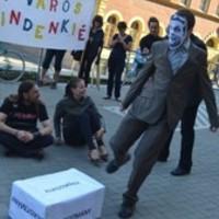 Nem félünk a szabálysértéstől - elítélték a józsefvárosi ülősztrájk hajléktalan résztvevőjét