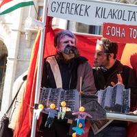 A Fidesz miatt lehet májustól újra utcára tenni a gyermekes családokat