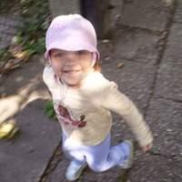 Autista kislányt nevelő anya kér segítséget