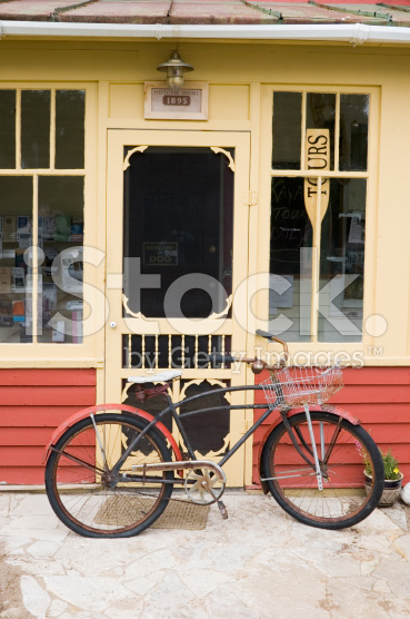 stock-photo-3397720-old-bicycle-and-front-door-qaint-americana-nostalgia.jpg
