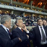 Orbán felvezette a stadionja tetejére az újságírókat és azt mondta: mindenfelé van lehetőség a terjeszkedésre