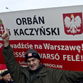 Timmermans szerint a demokrácia állapota sokkal rosszabb a lengyeleknél, mint a magyaroknál