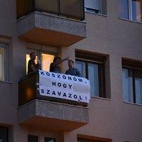 """""""Köszönöm, hogy szavazol"""" - molinó jelent meg a Bocskai út felett"""