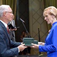 Semjént mentegető jogászt és menekültellenes érseket is kitüntetett a Fidesz