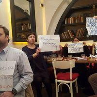 Gulyás Mártonék eldádázták, majd bepelenkázták a teljes magyar ellenzéket