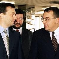 Már megint Simicskától kér pénzt Orbán