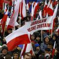 Orbántól koppintotta le a taktikát a lengyel kormány: odaütnek