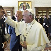 Migránsügyben Orbán nem Sorossal, hanem a pápával hadakozik