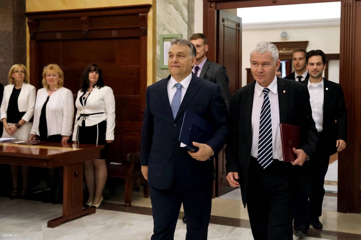 Orbán Viktor személyesen köszönte meg az ügyészeknek, hogy hatalomban tartják