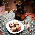 Kávés keksz/coffee cookie #coffee #cookies #cookietime #hazelnut #coffeebean #coffeegram #coffegrinder #nostalgicmoments #homemadebakery #pastry #pastrychef #instafood #instagood #foodporn #foodlover #kávé #keksz #kávédaráló #kávébab #mutimitsütsz #mutimiteszel #instahun #mik_gasztro #mik