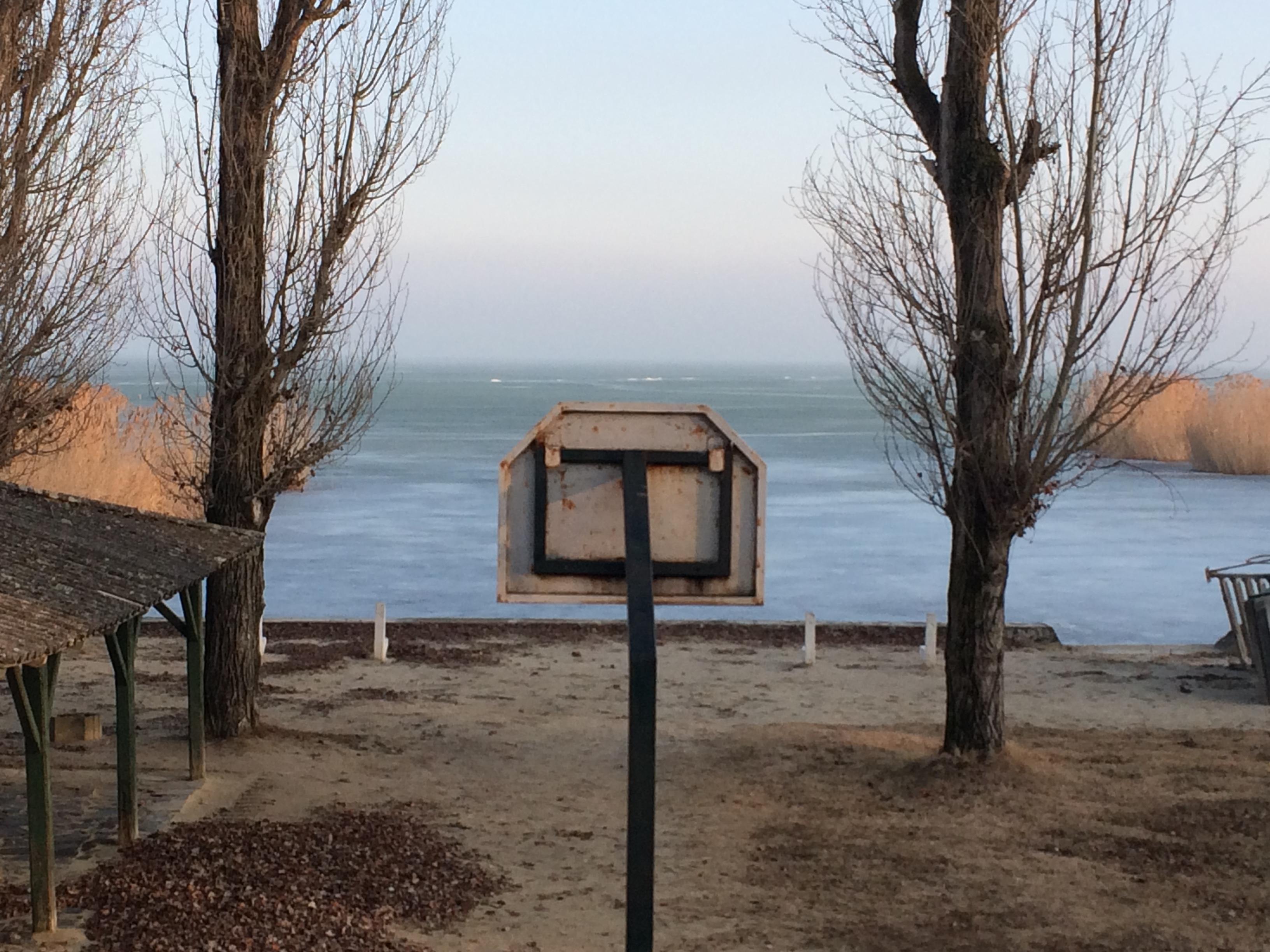 Ilyen (is) a téli Balaton