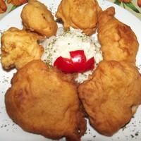 Csirkemell és karfiolrózsák sörös bundában.