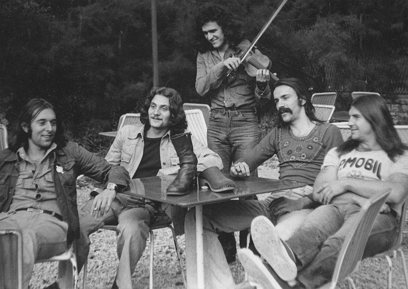 p_mobil-1976-1979-vikidal_evek-band-2015-01.jpg