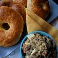 Brunch: bagel és fetás padlizsánkrém