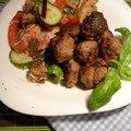 Panzanella bazsalikomos húsgolyókkal