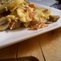 Mindentbele vacsora éheseknek (krumplis-gombás rántotta)