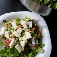 Zsályás-kecskesajtos saláta