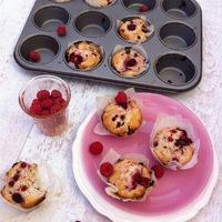 Málnás-ribizlis-csokis nyári muffin