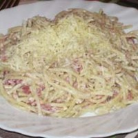 Tejfölös, csülkös sajtos spagetti