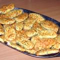 Zöldhagymás sajtos keksz