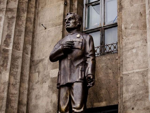 Saját szobrát építi Orbán