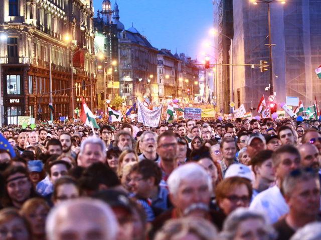 Támad az orbáni háztáji ellenzék