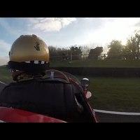 Hogyan lökd be a Maserati 250F-edet, ha lefullad verseny közben