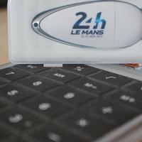 Matekos hiéna Le Mans-pendrive-ért