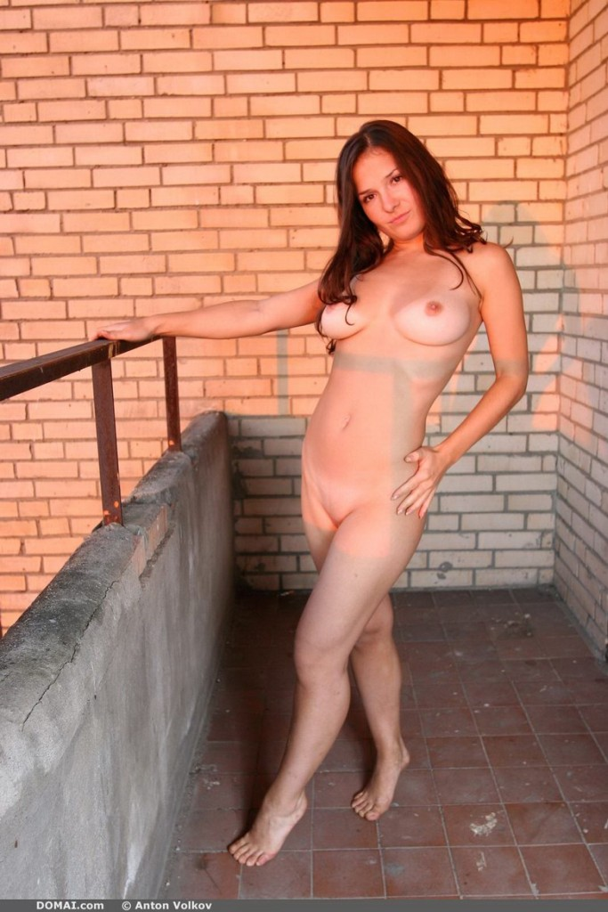 domai-vina-naked-on-the-balcony-01.jpg