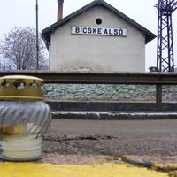 A sínekre feküdt - Megállt a kék gyors Bicske alsón