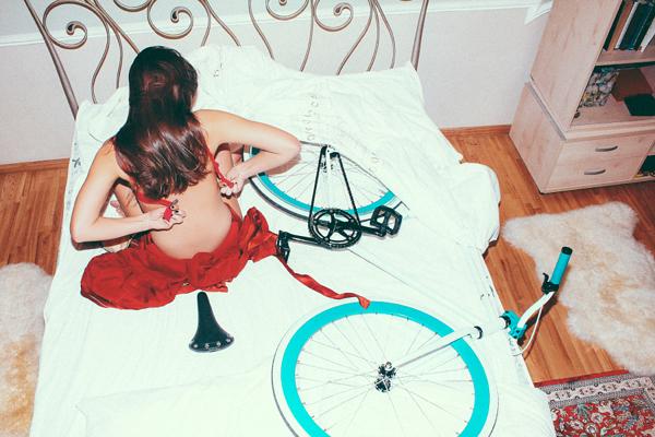 Fehérneműs lányok, bringákkal