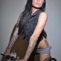 Tetovált bringás lányok 2.